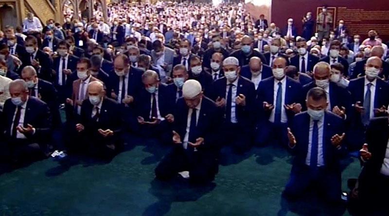 Ayasofya Camii'nde 86 yıl sonra ilk Cuma namazı kılındı