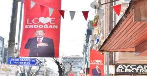 AK Parti Yalova İl Başkanı Muğlim Bağatar, şehrin her yerini bu afişlerle donattı!