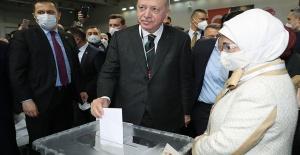 Cumhurbaşkanı Erdoğan 1428 oyla yeniden AK Parti Genel Başkanı seçildi